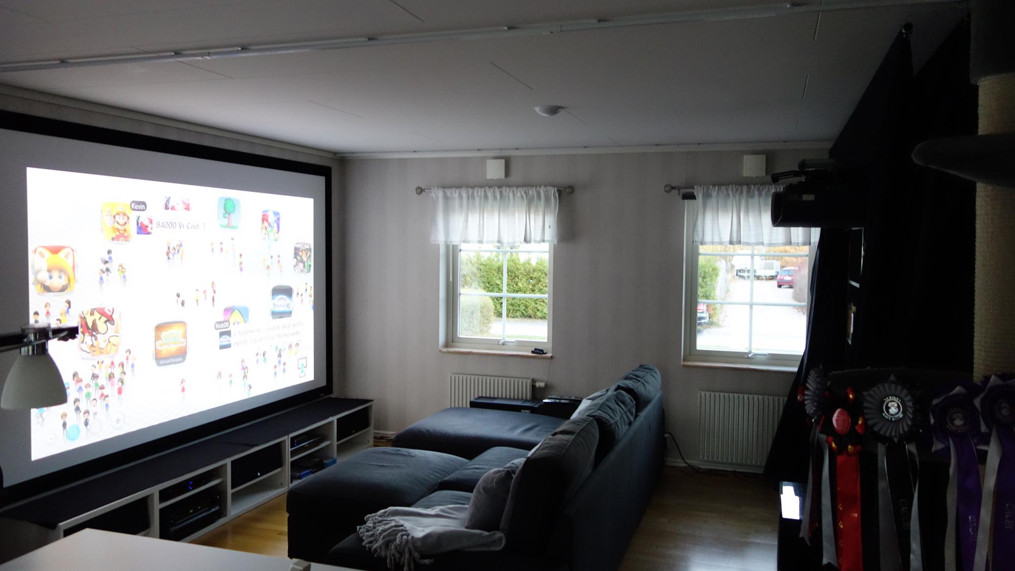2-det-nya-vita-vardagsrummet-med-oppen-biotunnel-fran-sidan